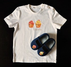 Lolitaluna. Camiseta cupcakes+nombre+zapatillas