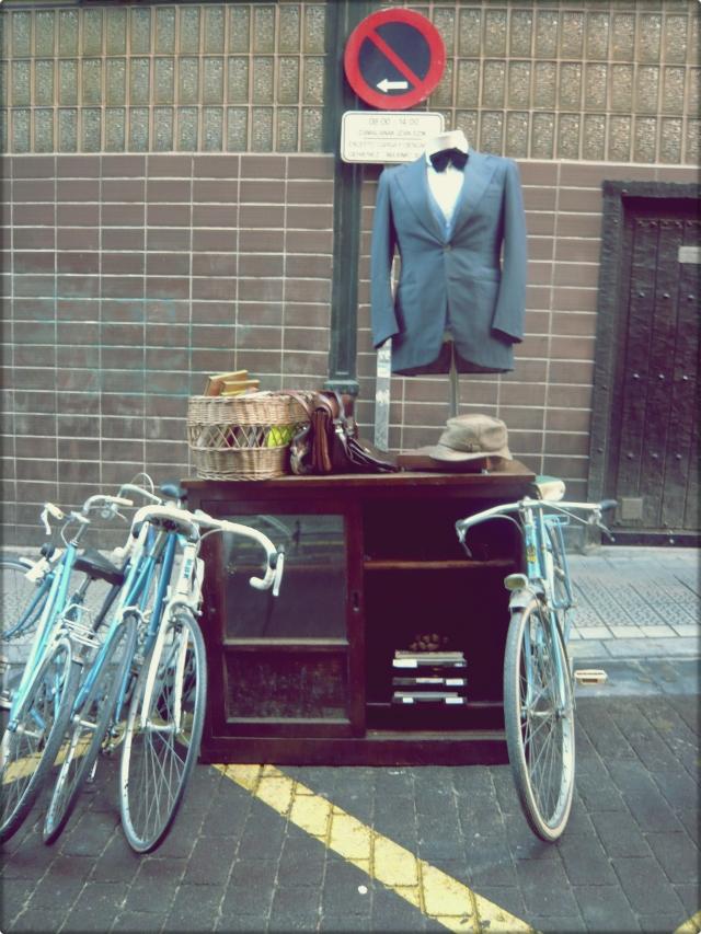 9- bici y traje vintage